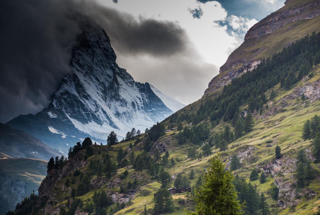 Mraky se kolem Matterhornu točily celé odpoledne.