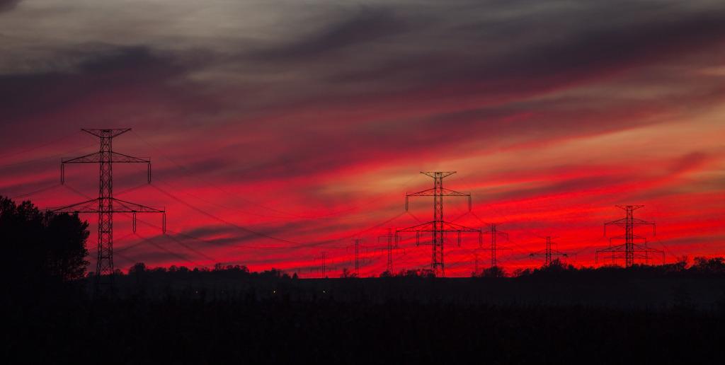 Slunce už je dávno za obzorem a nebe se barví do ruda.