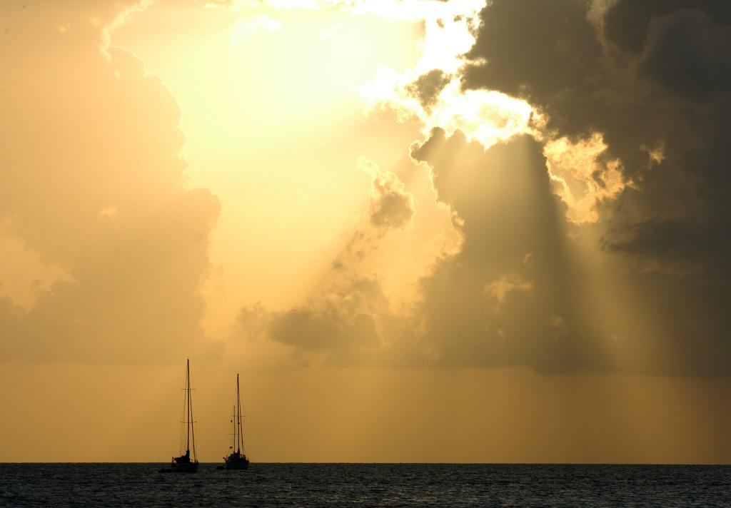 Belize_lode_zapad_slunce_002