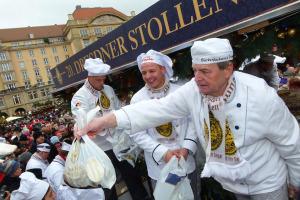 Pekaři a cukráři obří štolu rozprodají. Foto: Schutzverband Dresdner Stollen