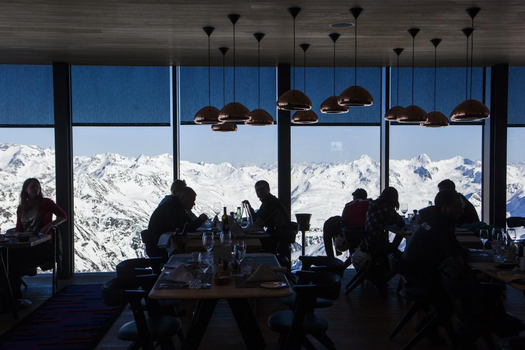 Výhled z restaurace ICE Q je stejně luxusní, jako položky v jídelním lístku.