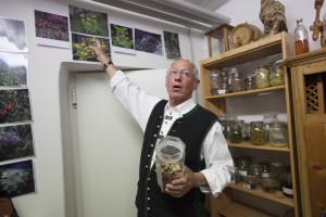 Farář Joe je také velmi dobrým znalcem místních bylin.
