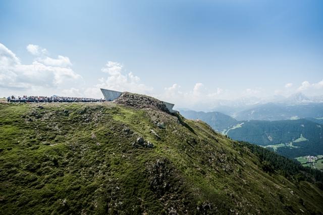 Nové Messnerovo Muzeum na Kronplatze v Jižním Tyrolsku je dílem architektky Zahy Hadid.