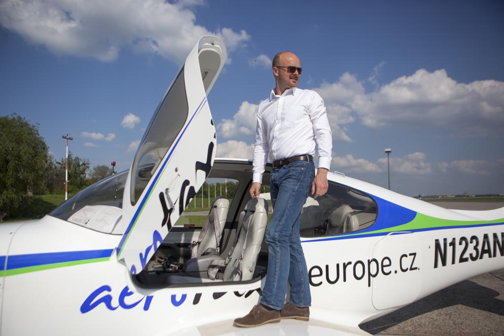 Malé čtyřmístné letadlo je idelání pro cesty managerů do hůře dostupných měst v okolí ČR.