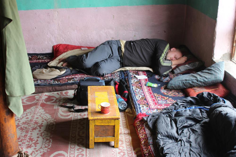 Unavený z výšky i pekelného studeného větru v kašmírském údolí řeky Zanskar v Indii. Usnul jsem jak děcko.