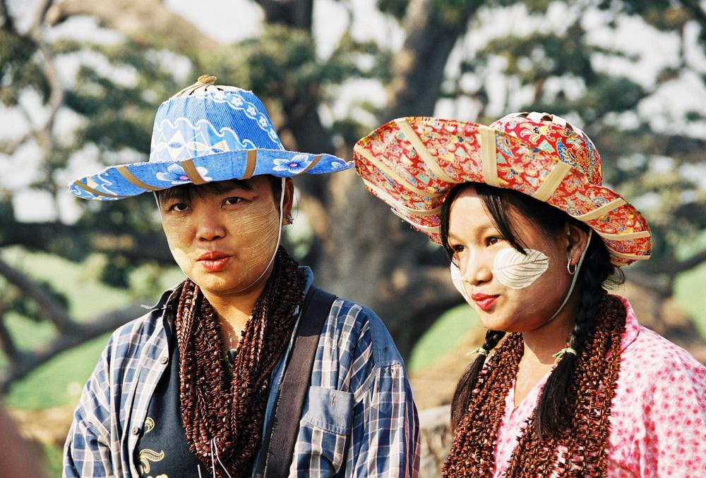Dva barmánky na severu Myanmaru.