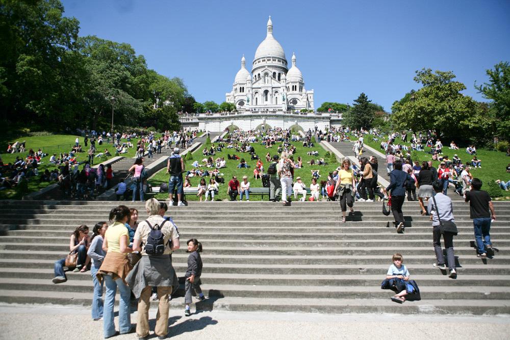 Vystoupat k bazilice Sacre-Coeur je prima, když zrovna nevláčíte kočárek.