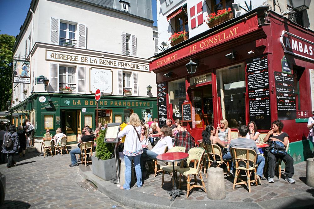 Atmosféra Montmartru je skvělá, sedněte si na chvilku do kavárny a dejte si criossant a kafe. Zapomente na všechny starosti.