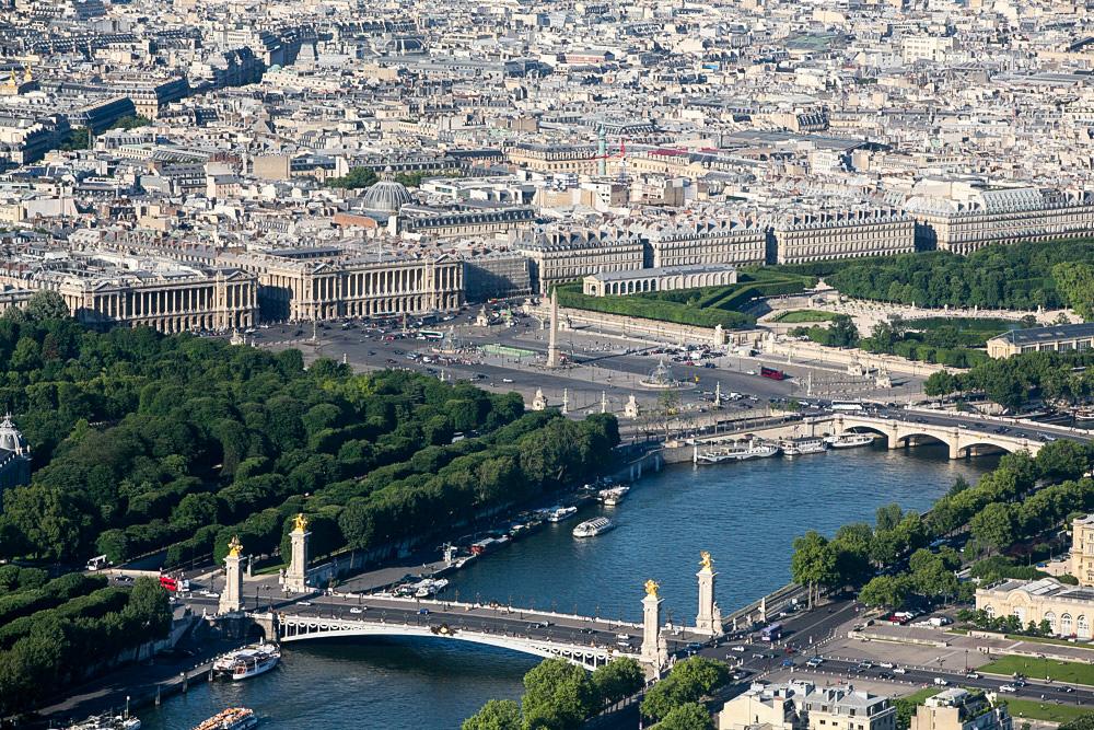 Výhledy z Eiffelovky jsou super, vystát si frontu určitě mělo smysl.