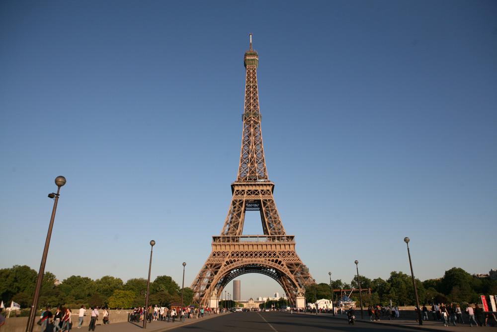 Ani z přilehlého okolí se nebudete moci nabažit pohledu na věž.