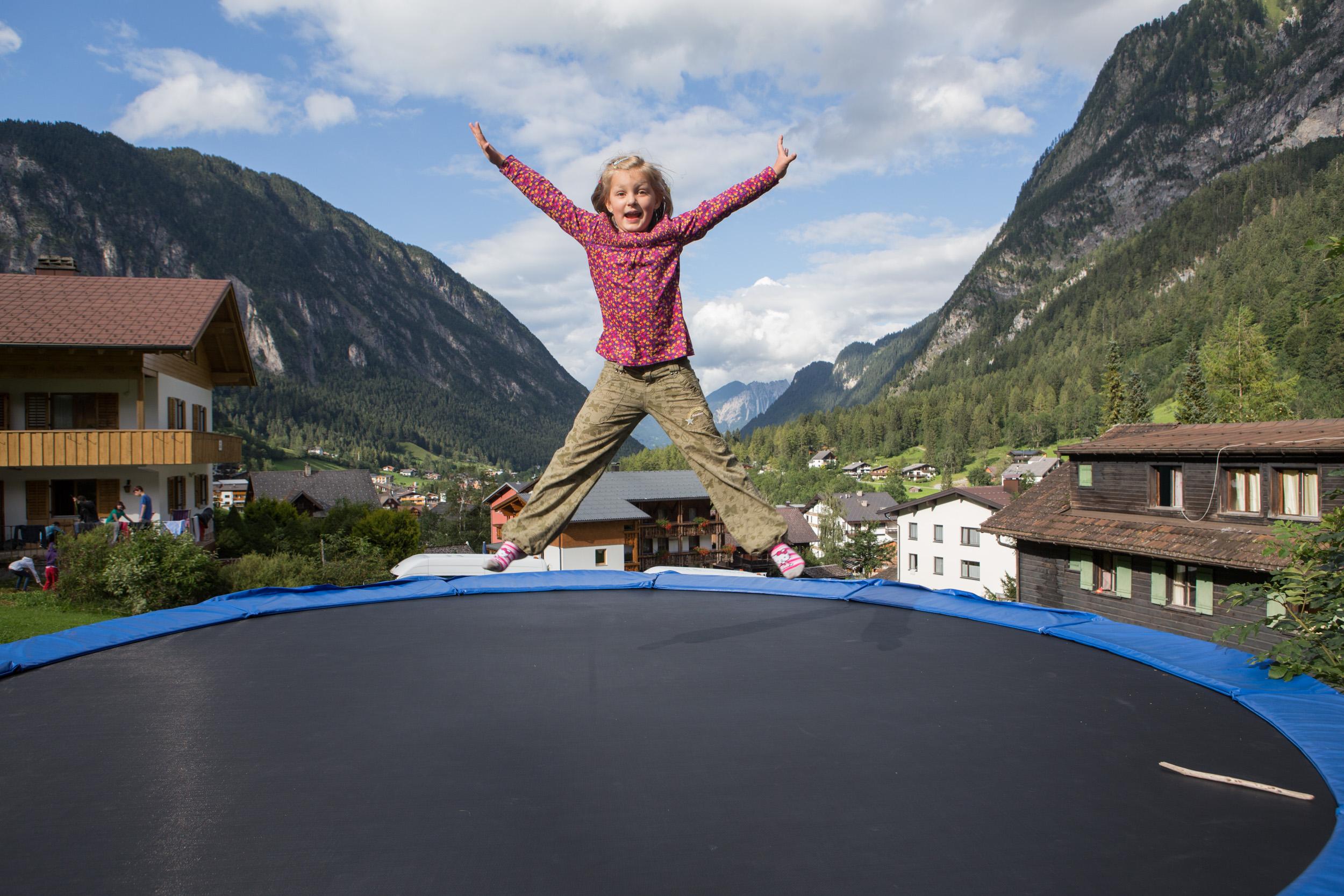 I v horách se dá zaskákat na bezvadné trampolíně.