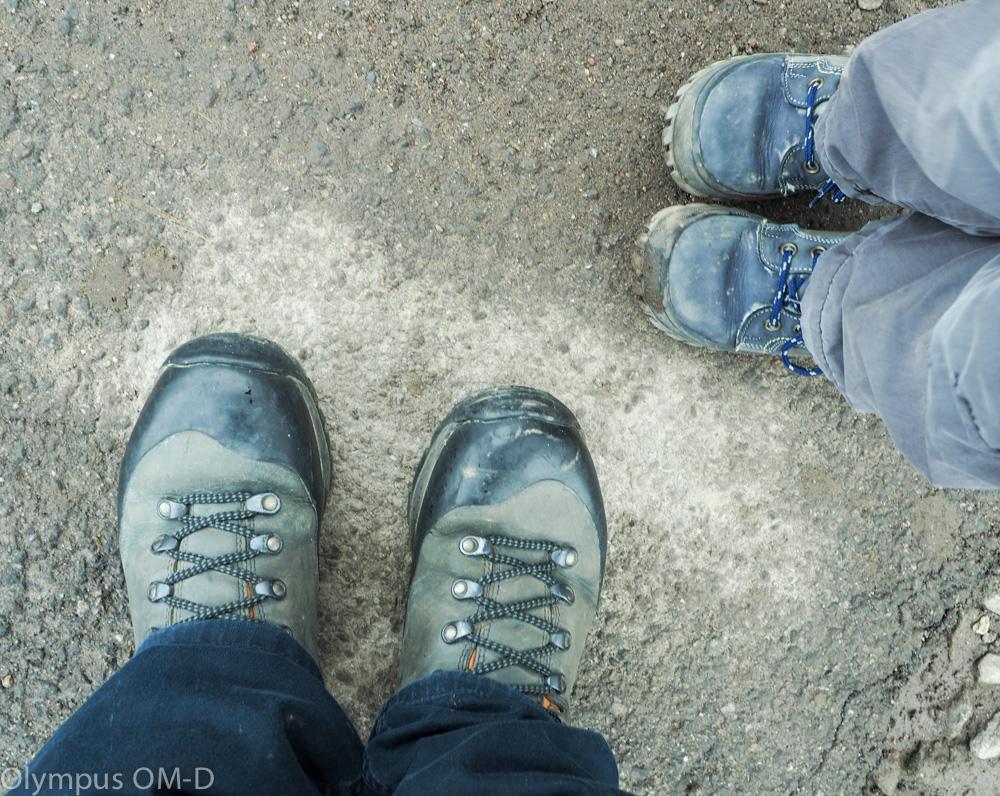 Dětské a dopělé boty.