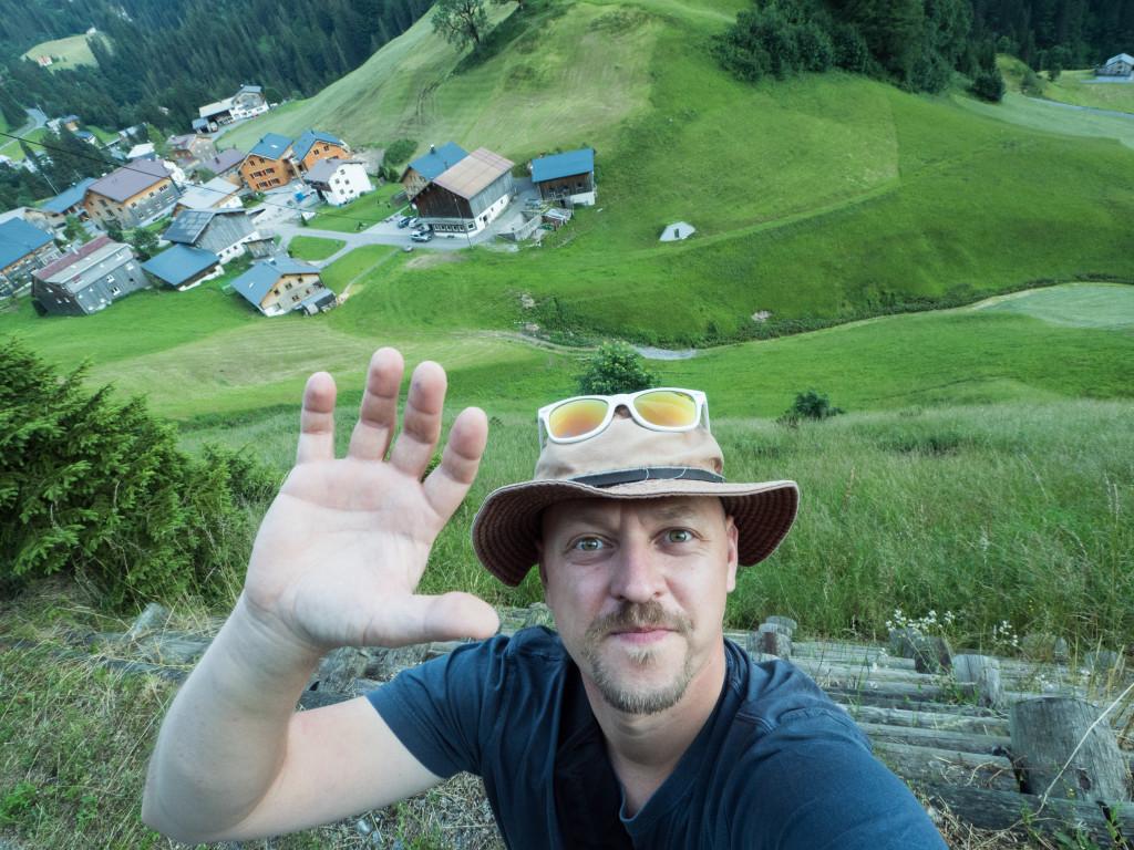 Tomáš Hájek - My Lost Hat nad obcí Schröcken ve Vorarlbersku.