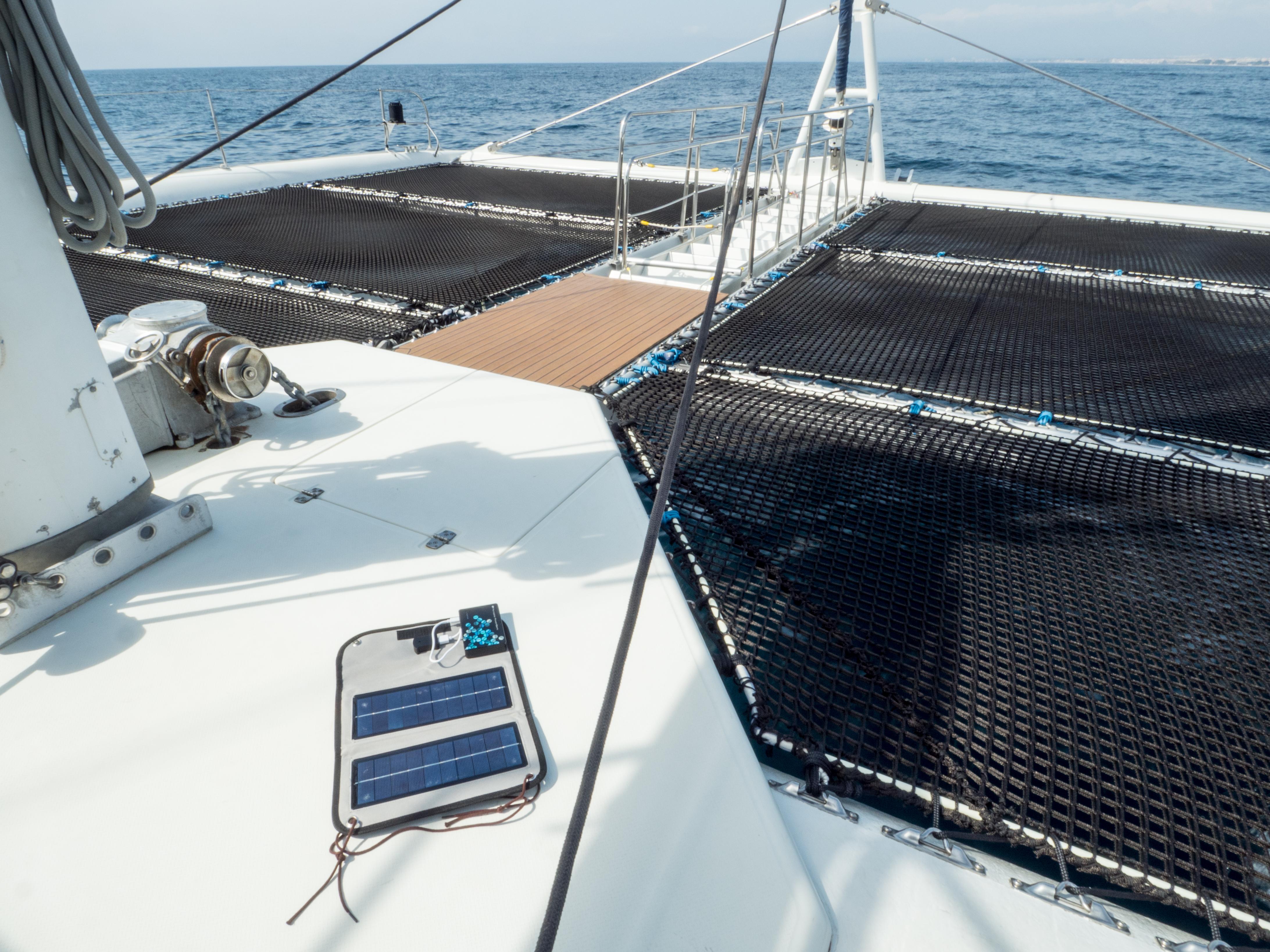 Solární panel na lodi.
