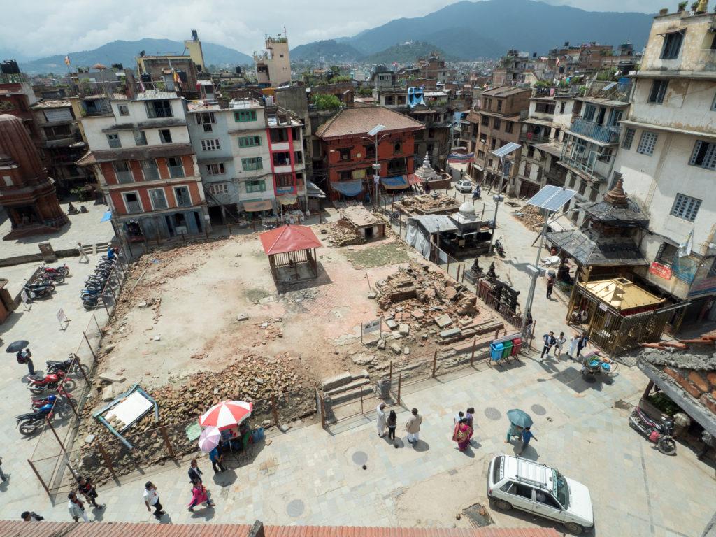 Kathmandu, stupa zničená zemětřesením