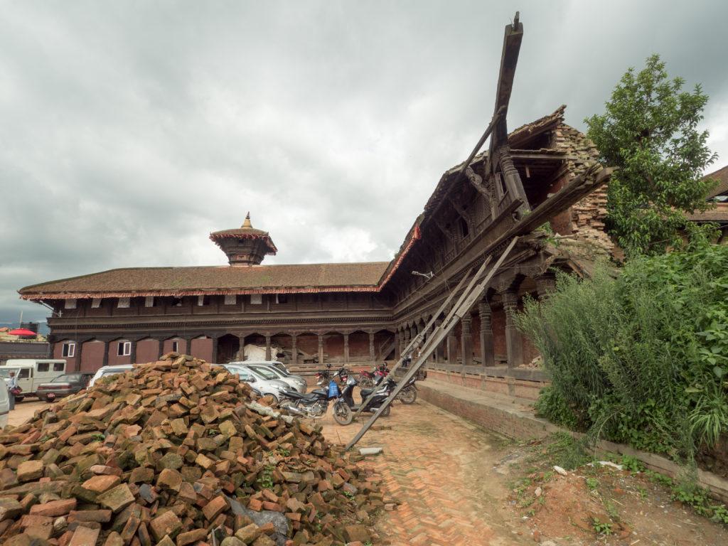 Budova zničená zemětřesením v Kathmandu