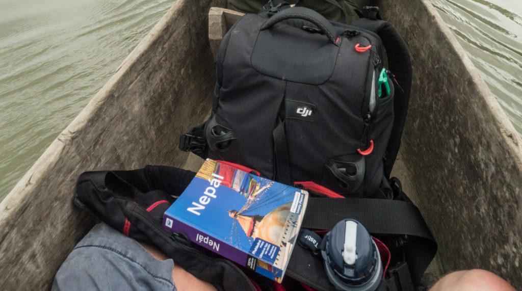 Průvodce Nepál od Lonely Planet v loďce