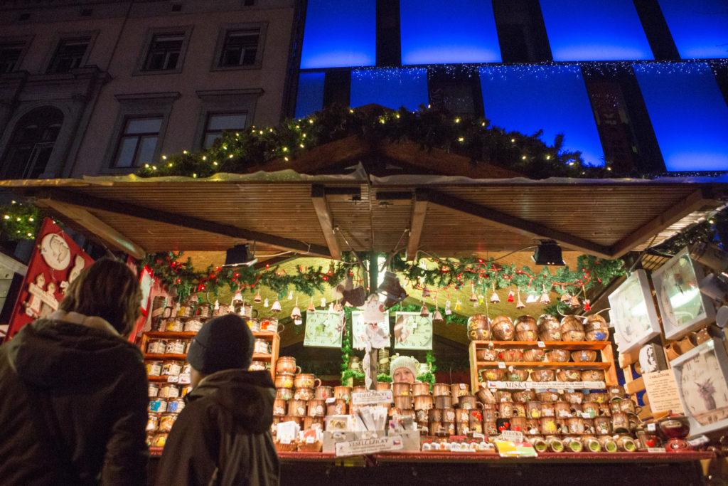 Stánek na vánočním trhu.