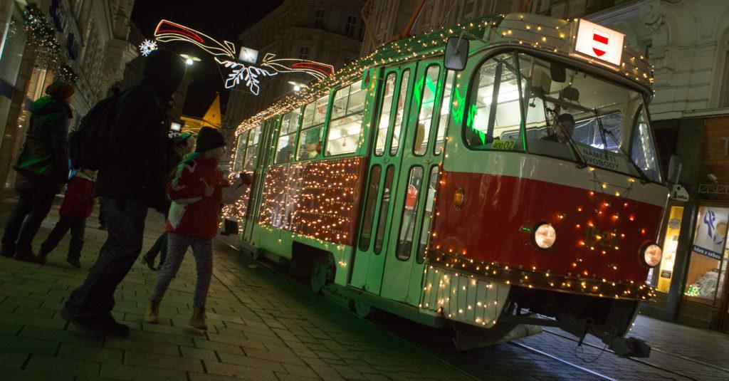 Vánoční tramvaj.