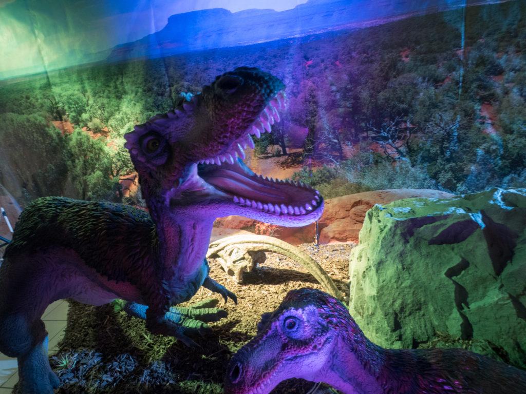 Exponát dinosaura na výstavě Dinosauři na řetězu.