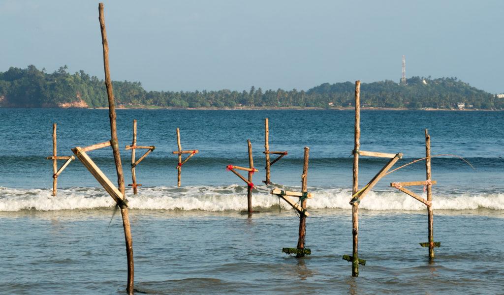 Kůly rybářů u břehů Srí Lanky