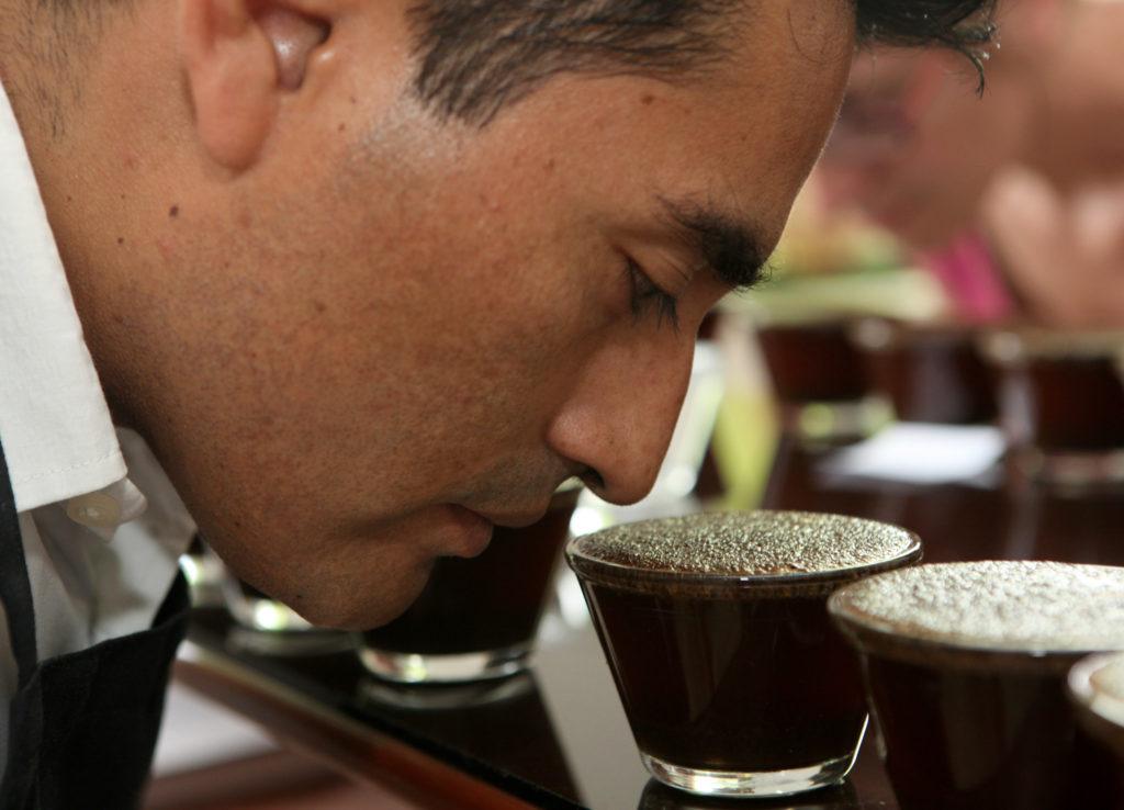 Očichávání kávy