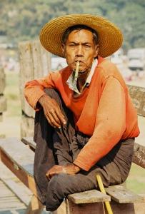 Barmánec s Klobouku věděl, že nejsem poslední turista, který mu dá nějakou almužnu.