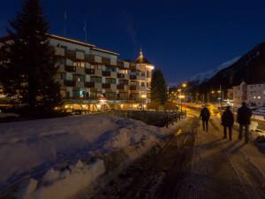 Podvečerní Davos a Turmhotel Victoria.