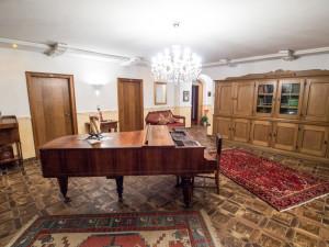 Interiér zámečku používaného jako hotel je stále stylový.