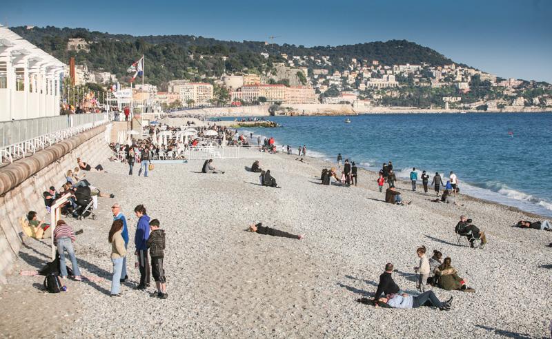 I v únoru se dá jen tak hovět na pláži.