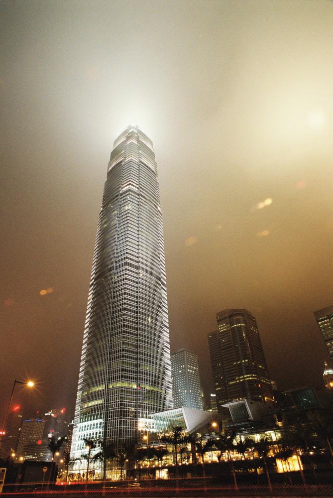 Tenhle mrakodrap mě po příletu do Hong kongu zcela ohromil.