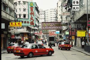 Ulice Hong Kongu jsou ta pravá čína s britskými rysy..