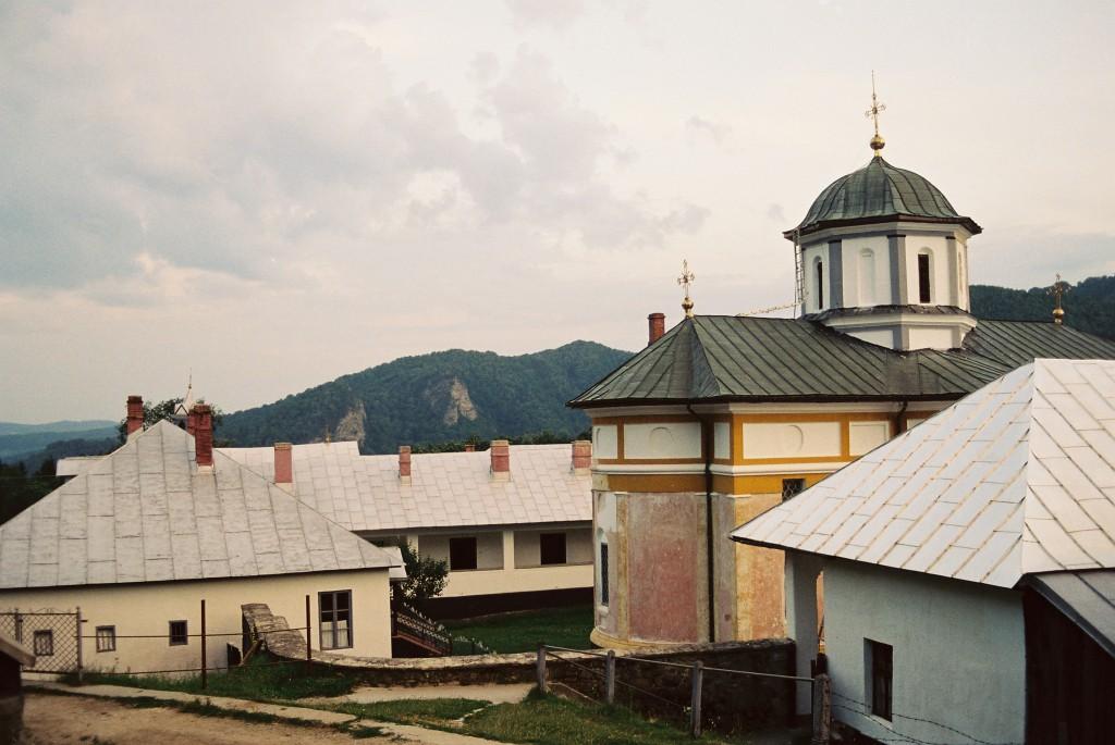 Kolem kostelíka bylo několik budov s celami pro mnichy, i pokojíčky pro náhodné kolemjdoucí, jako jsem byl já.