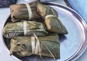 Juanes, kuřecí maso v rýži uvařené ve vývaru zabaelné do banánového listu.