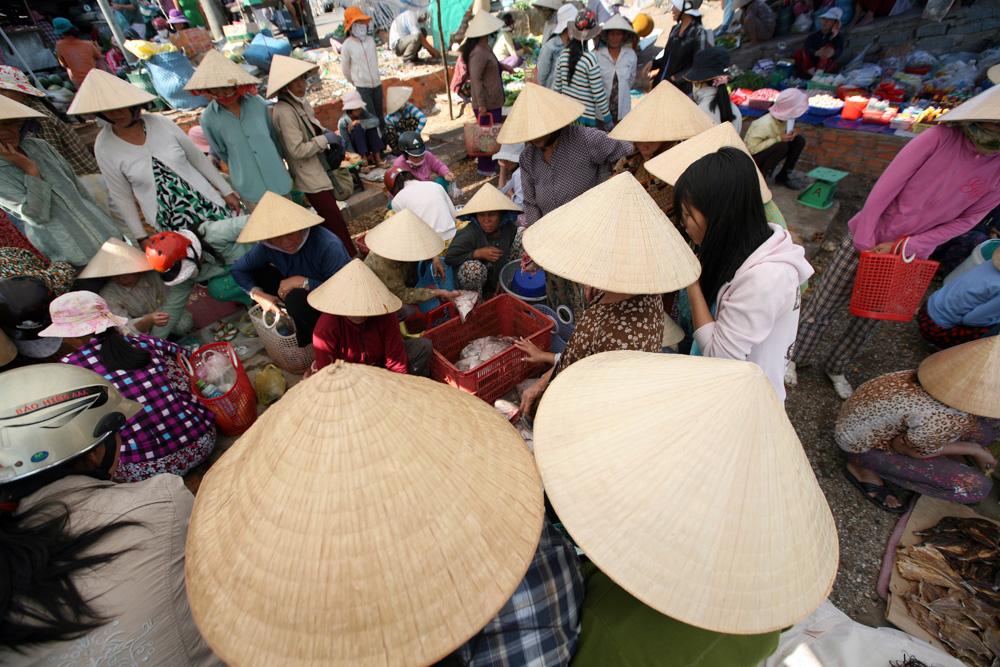 Rybí trh v nedalekém Phan Tietu. Asijská exotika.