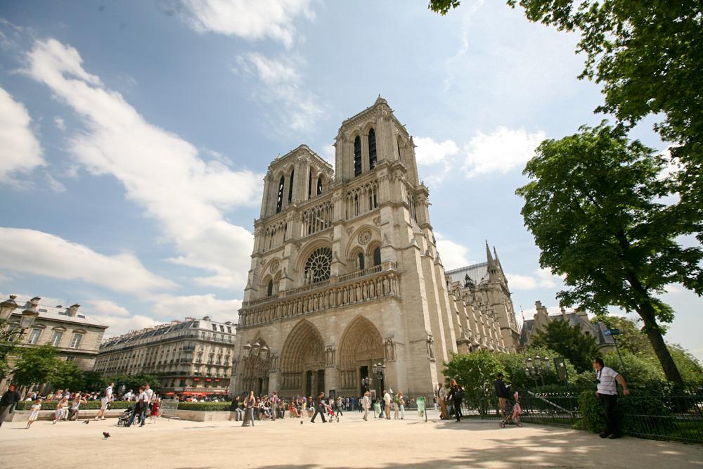 Notre-Dame, co dodávat. Prostě stojíte s otevřenou pusou a koukáte na ten neuvěřitelnej barák.