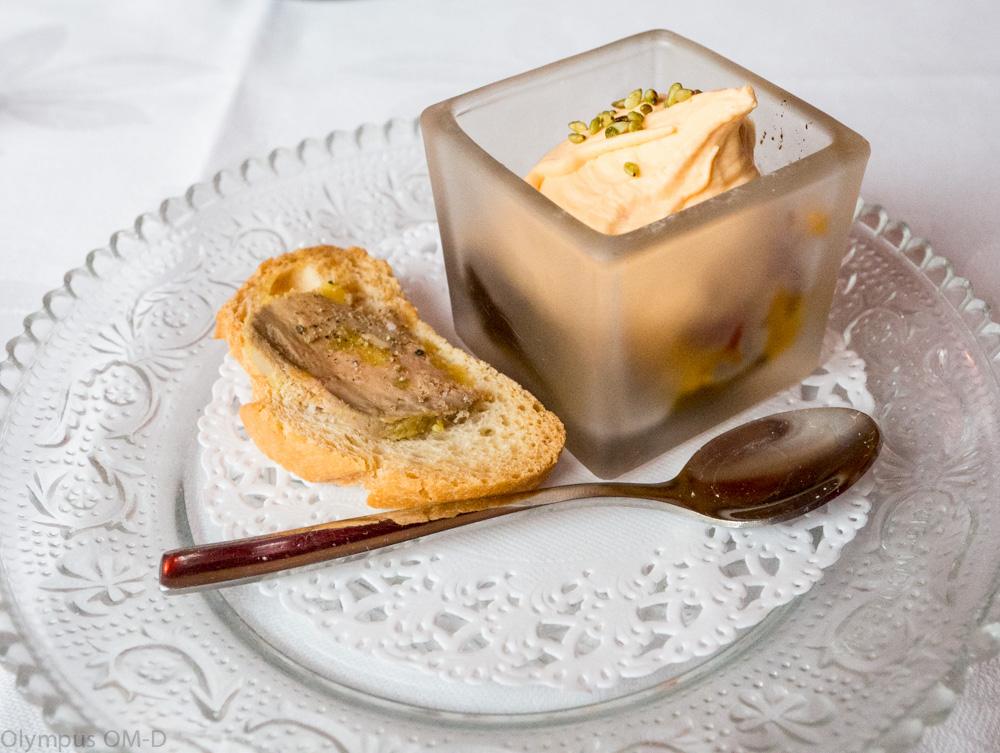 Drobný pokrm, jako pozdrav od kuchatě vás příjmně naladí k vaší večeři.