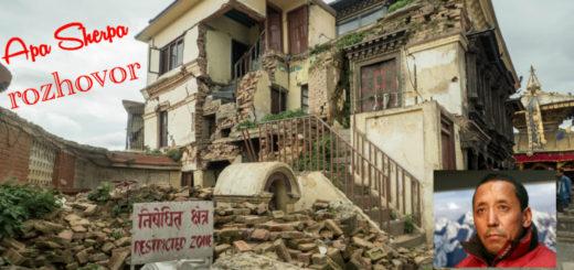 Nepálský dům zničený zemětřesením