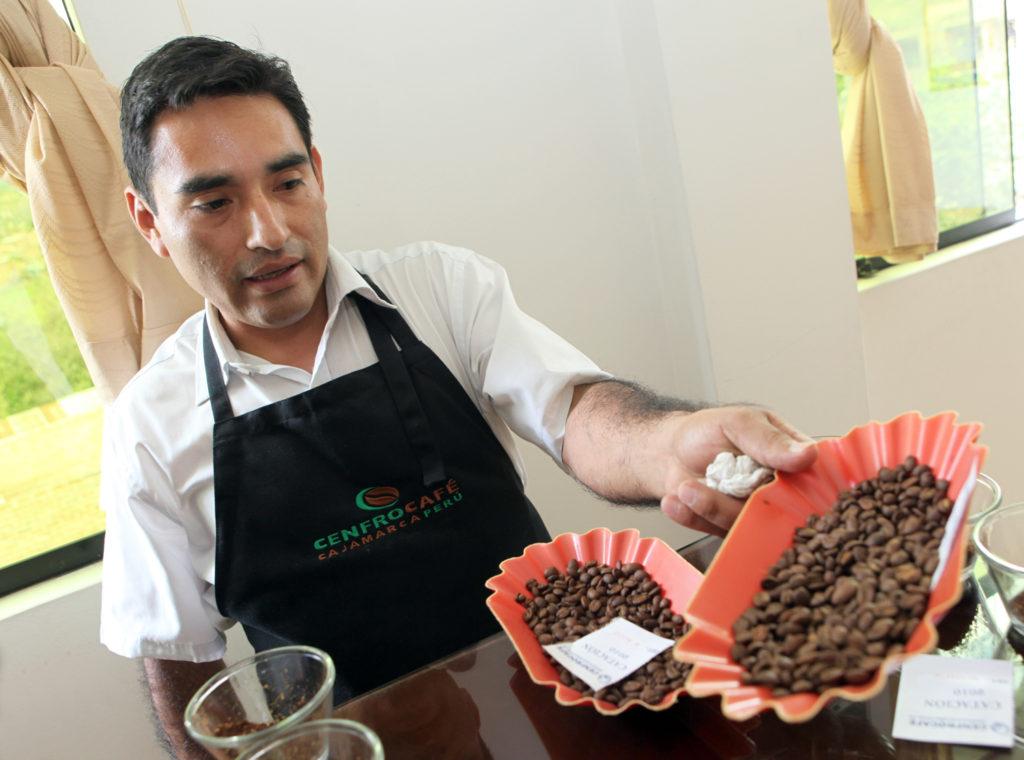 Rony ukazuje kávu
