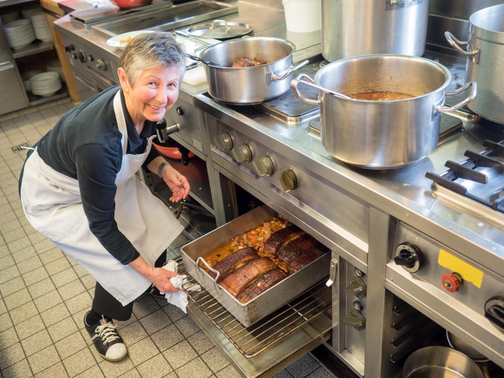 Herta Covi, kuchařka v restuaraci Adler